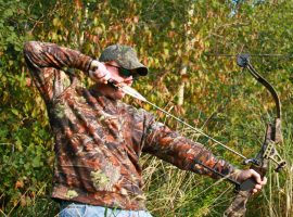 What is the legal draw weight for bow hunting?