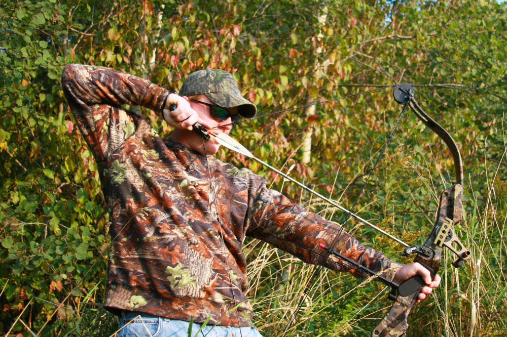What is the legal draw weight for bow hunting